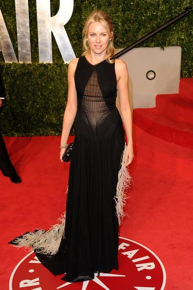 Naomi Watts'ın siyah, beyaz tüylü elbisesi Zac Posen'in sonbahar - kış 2011 koleksiyonundan.