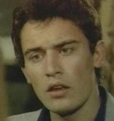 Eroy Özbal, 1980'li yıllarda sinemanın en yakışıklı kötü adamlarından biriydi.