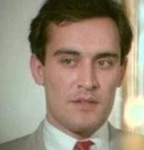 1976 yılında Kenter Tiyatrosu'nda Yasak Elma ile ilk sahne deneyimini yaşayan Özbal, 1977'da Sevgili Oğlum'la sinemaya adım attı.   11 yıl İstanbul Şehir Tiyatrolarında oyuncu olarak çalıştı. Daha sonra 1987''de kamera arkasına geçti. 1987'den sonra hem oyunculuk yaptı, hem kamera arkasında bulundu.