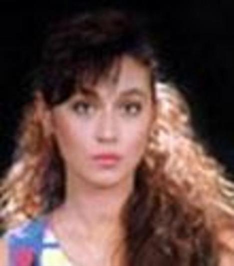 1960 İzmir doğumlu Nazan Ayas'ın sinema serüveni 1981 yılında İntikam Yemini adlı filmle başladı.