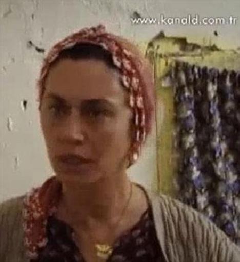 Ayas, Hanımın Çiftliği'nde canlandırılan döneme ve sosyal statüsüne uygun giyiniyor.