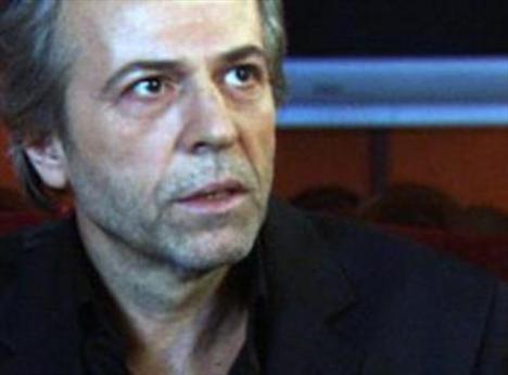 Deneyimli tiyatro oyuncusu Musa Uzunlar, Kurtlar Vadisi'ndeki İskender Büyük karakteriyle miyonlarca izleyicinin hafızanı kazındı.