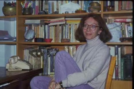 Meral Çetinkaya, deneyimli bir sinema, tiyatro ve dizi oyuncusu..