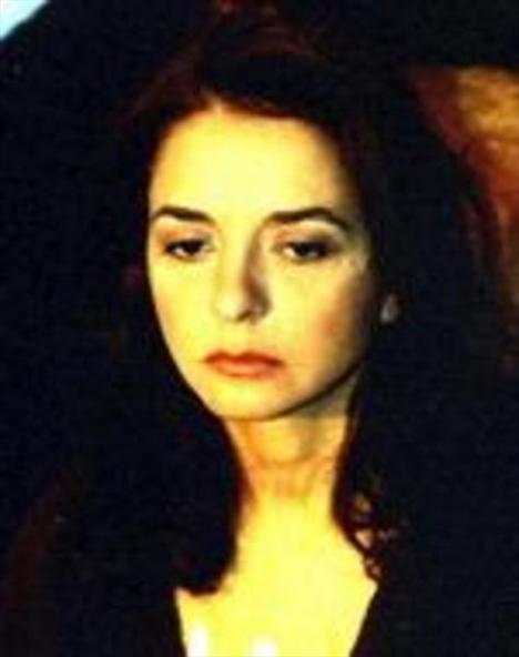 Uzak'taki rolüyle 14. Ankara Film Festivali'nde en iyi yardımcı kadın oyuncu, Sekizinci Saat ile yine Antalya'da en iyi kadın oyuncu ödülünün de aralarında bulundğu pek çok ödülün sahibi Gencer.
