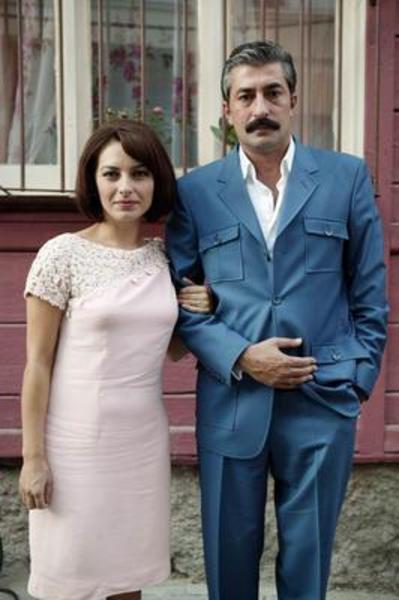 Bingöl şu sıralar kocası kendisini başka bir kadın için terk edince çocuklarıyla beraber güç bir yaşam mücadelesi veren Cemile rolünde ekrana geliyor.