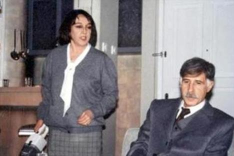 Tiyatronun yanısıra sinema deneyimi de var..1995'te Adana Altın Koza Film Şenliği'nde en iyi kadın oyuncu, 2003'te 15. Ankara Film Festivali en iyi yardımcı kadın oyuncu da dahil bir çok ödül kazandı.