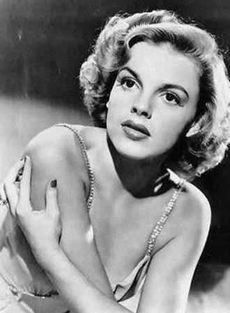 Oz Büyücüsü filmiyle tanınna Judy Garland öldüğünde henüz 47 yaşındaydı.