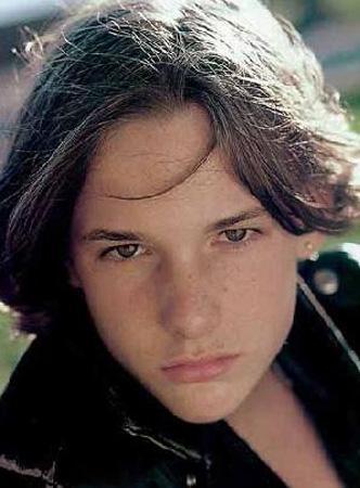 Brad Renfro  1982 doğumlu aktör de uyuşturucu kurbanı.