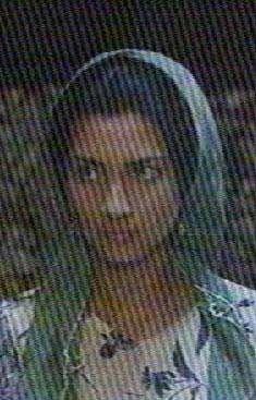 Bir reklam filminde rol alan Büyüküstün sonra da Gülizar dizisinde küçük bir rol üstlendi.
