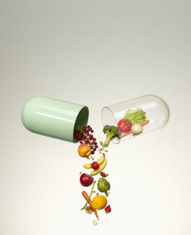 Vitamin ve Mineral alımına dikkat! Vücut direncini arttırmak için vitamin ve mineral ihtiyacımızı karşılamamız gerekmektedir. Dünya Sağlık Örgütü de antioksidan etkiye sahip olduklarından A, C, E vitaminlerin, Selenyum, Çinko, Magnezyum gibi minerallerin, Omega – 3 ve Omega – 9 yağ asitlerinin alımını arttırmayı öneriyor.
