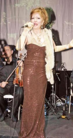 Kırşehir'de verdiği bir konser sırasında hayranının tacizine Karaböcek ne yapacağını şaşırdı.