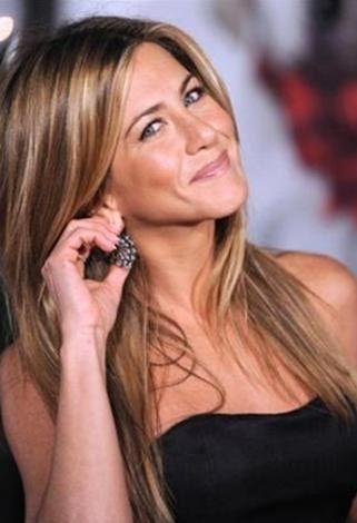 Peyton yakalandığında üzerinden keskin bir nesne, boruları bağlamaya yarayan bir şerit ve Jennifer Aniston'la gencin hayali yazışmalarının bulunduğu not defteri çıktı.
