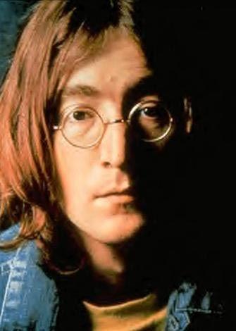 FANATİK HAYRANININ KURŞUNLARIYLA ÖLDÜ  Efsanevi The Beatles grubunun beyni John Lennon ise fanatik bir hayranının silahından çıkan kurşunlarla son nefesini verdi.