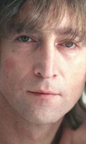 Lennon'ı 8 Aralık 1980'de New York'taki dairesine girerken vuran Mark David Chapman'ın akli dengesinin yerinde olmadığı ileri sürüldü.