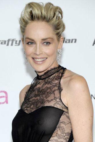 Sharon Stone, 50 yaşını geride bırakmasına rağmen, hala çekici olduğunu bir kez daha kanıtladı.