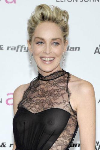 81. Oscar Ödül Töreni'nin ardından yapılan 'after party'de tül ve dantelden oluşan elbisesi ile şaşkınlık ve heyecan yarattı.