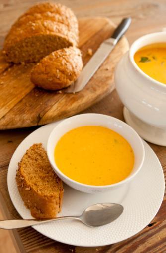 Örnek mönü Uyandıktan sonta 1 saat içerisinde (Kahvaltı yerine)  • Peynir, ekmek, ceviz, domates  2-3 saat sonra (öğlen yemeği yerine)  • Et, çorba, ekmek, salata (zeytinyağlı)   2-3 saat sonra (Akşam yemeği yerine)  • Sebze yemeği, ekmek, yoğurt, salata
