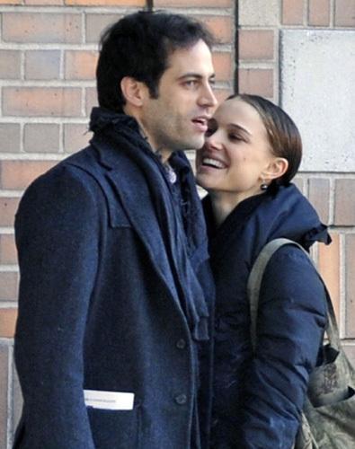 BENJAMIN MILLEPIED & NATALIE PORTMAN  'Black Swan' filminin çekimleri sırasında tanışan Natalie Portman ve balet Benjamin Millepied, kısa süre içinde aşk yaşamaya başladı.