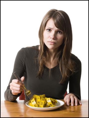 Kilo Kaybet, Arkadaşlarını Değil Diyete başlayacağını duyurur duyurmaz arkadaşların ortalıktan toz oluyor, değil mi? İşte nedeni: Aldığın kaloriyi birden azaltmak, serotonin (iyi hissetmeni sağlayan beyin kimyasalı) seviyenin düşmesine sebep olur. Alıngan, sinirli ve sevimsiz biri haline gelirsin.