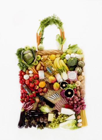 """Cleveland Kliniğinden, Lifestyle 180 programının Medikal Direktörü Elizabeth Ricanati, """"Yemeklerini ayrıntılı şekilde planlamazsan, gördüğün her yiyeceğe saldırma eğiliminde olursun; bunlar da genelde gereksiz şeylerdir"""" diyor."""