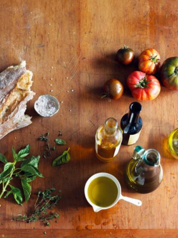 Hardal Turpgillerden bir bitkinin tohumları.  Lezzeti: Acı Faydaları: Selenyum bakımından zengin olduğu için cilt kanserine karşı koruyucu etkisi bulunuyor.  Nasıl kullanmalı: Hardal tohumlarını patlayıncaya kadar tavada ısıt. Daha sonra pişirilmiş kırmızılâhana ya da köri soslu bir yemeğin içine katabilirsin.