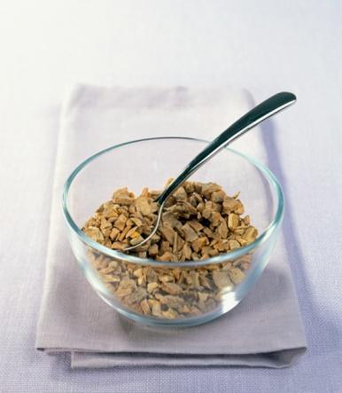 Zerdeçal Zencefilgillerden bir bitkinin kurutulmuş kökleri.  Lezzeti: Biraz odunumsu ve acı.  Faydaları: Kurkumin adlı bileşen, yağ hücrelerini durdurabiliyor.  Nasıl kullanmalı: Yumurta kullandığında ya da pilav yaparken pirinç için kaynattığın suyun içine atabilirsin.