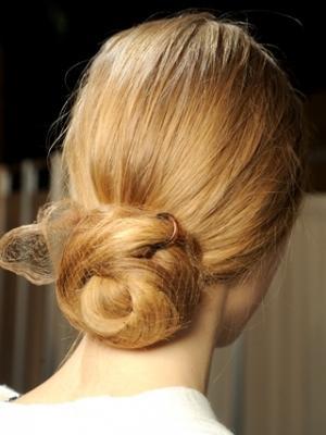 Doğal Saçlar  Doğallığın ön planda olduğu modeller, gece dahi uygulanabilecek sade bir güzelliğe sahip.