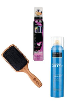 Saç köpüğü: 13 TL, Taft Saç fırçası: 19.90 TL, The Body Shop Luxurious Volume saç spreyi: 32 TL, John Frieda