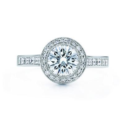 Bu yüzüğün illa pırlanta taşlı olması şart değildir. Taşın cinsi erkeğin maddiyatını simgeleyeceği için kadın için önemli olan sevdiği kişinin kendisine tek taş bir yüzük armağan etmesidir.
