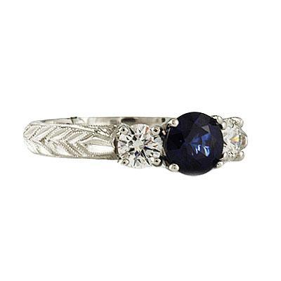 Tek taş yüzüğünüz üzerindeki pırlantanın berraklığı, kesimi ve rengi değerini belirleyen önemli faktörlerdendir. Berraklık arttıkça taşın değeri ve kalitesi de artmaktadır. Kesimin ne kadar çok detay olursa pırlantada ki gösteriş artacak ve taşı çok daha değerli kılacaktır.