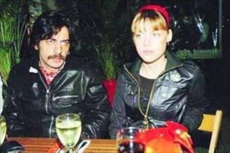 Bayülgen'in son eşi Şirin Ediger. Ünlü şovmenin bu evlilikten İstanbul adında bir kızı var.