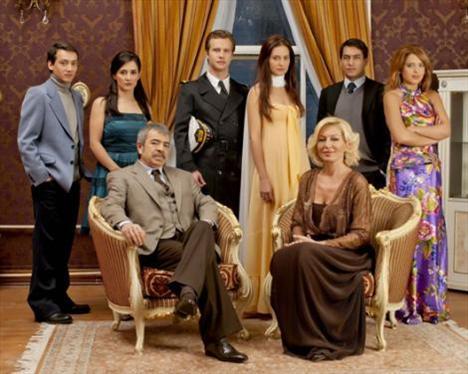Genç yıldızlar bir arada  TRT'nin bir başka dizisi Mazi Kalbimde Yaradır.