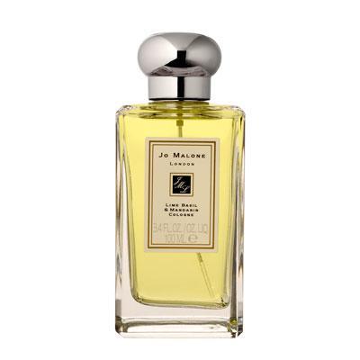 Limon, mandalina ve bergamutun enerjik kokusu, bu banyo yağında birleşiyor.  Lime Basil Mandarin banyo yağı: 175 TL, Jo Malone