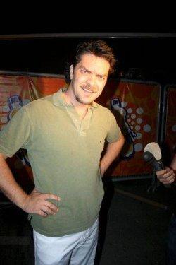 Beyazıt Öztürk  Tuttuğu Takım :Fenerbahçe Burcu : Balık Memleketi : Bolu Boyu : 1,84 Mezun olduğu okul : Anadolu Üniversitesi Güzel Sanatlar Fakültesi Seramik Bölümü