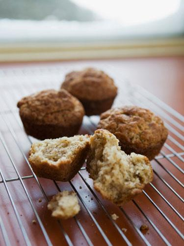 Kepekli muffin İçinde ister sadece kepekli un olsun, ister içinde elma ya da muz parçaları olsun, lifler sayesinde az kalori almadan doymanızı sağlayabilir. Fakat içine eklediğiniz şeker ve katkı maddeleri yaptığınız muffin'in kalori değerini yükseltmiş oluyor.