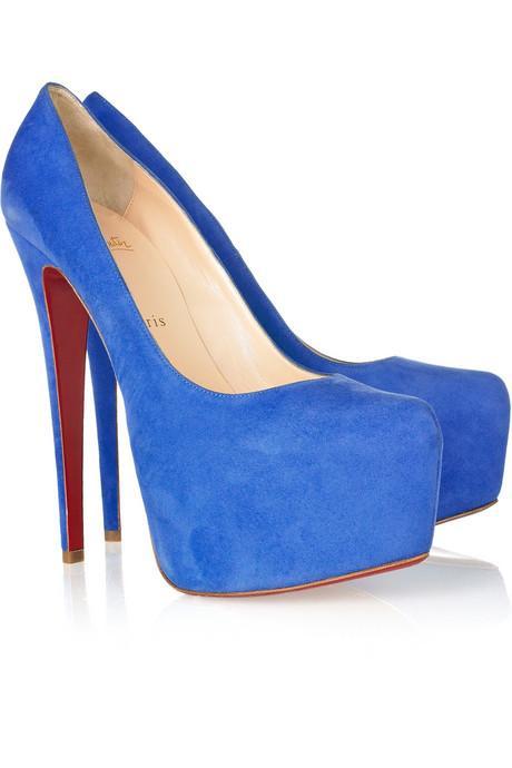 Tüm dünyanın beğeniyle izlediği kadınlar, şimdilerde bir ayakkabıya bağımlı hale geldiler. Kafamızı nereye çevirsen bu ayakkabıları görüyoruz… Moda dergilerinde, magazin haberlerinde bir ünlünün ayağında… Christian Louboutin'in Daffodile stilettoları ünlü kadınların tutkusu haline gelmiş durumda!