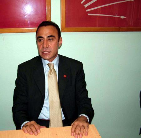 Bir dönem milletvekilliği yaptıktan sonra bir süre de CHP İstanbul İl Başkanlığı görevini sürdürdü. Şimşek daha sonra siyaset sahnesinden çekildi.