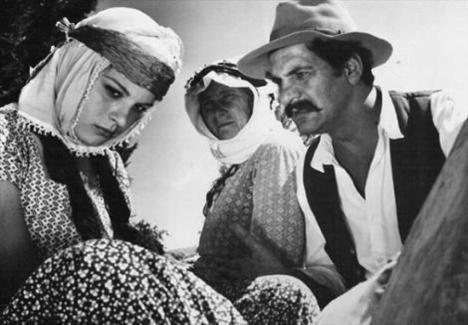 Hülya Koçyiğit  Susuz Yaz ile parlak bir şekilde sinema dünyasına adım atan Koçyiğit, siyaset sahnesinde de kısa bir süre parladı.