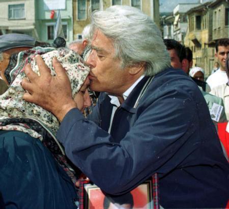 1991 genel seçimlerinin ünlü simalarından olan Arkın, ANAP'ın Eskişehir listesine girdi. Ancak seçilemedi.