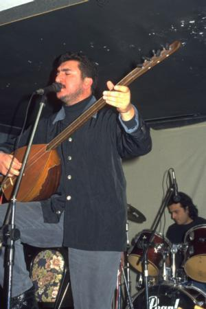 Ferhat Tunç   28 Mart 2004'teki yerel seçimler sanatçı akınına uğradı. Adaylardan biri de Ferhat Tunç'tu.