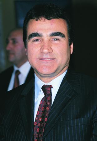 Selahattin Alpay  22 Temmuz 2007 seçimlerinde de ünlüler siyaset meydanındaydı. Türkücü Alpay, MHP'den siyasete atıldı.
