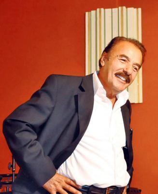 Ferdi Tayfur  Ünlü şarkıcı da bir dönem siyasetin yüzü olmaya karar verdi.