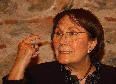 Adalet Ağaoğlu   Ünlü yazar da bir dönem siyasete soyundu.