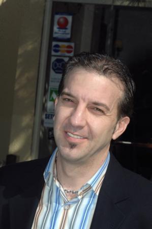 Kaan Girgin   Oyuncu Kaan Girgin de 2011 seçilerinde siyaset sahnesine çıkıyor.