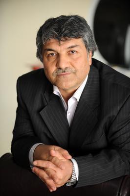 Mesut Uçakan   Yönetmen, yapımcı ve senarist Mesut Uçakan, AK Parti'den İstanbul milletvekili aday adayı oldu.