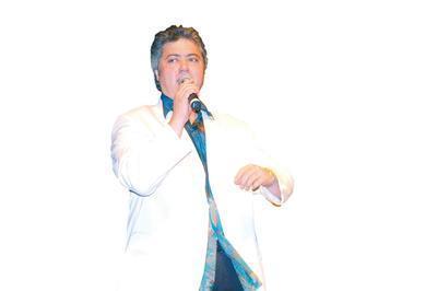 Cengiz Kurdoğlu   Ünlü şarkıcı Cengiz Kurtoğlu da siyaset sahnesine çıkmaya hazırlanıyor.