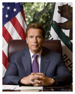 2003 yılında California Valisi seçilen ünlü aktör 4 yıl sonra yeniden aday oldu ve rakiplerini geride bırakarak aynı göreve seçildi.