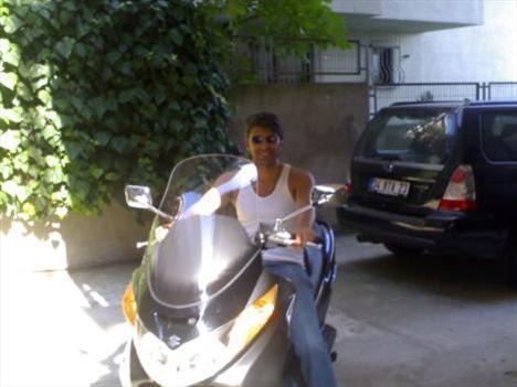 Cenk Torun, motosiklet tutkusunu bu fotoğrafla ortaya koydu.