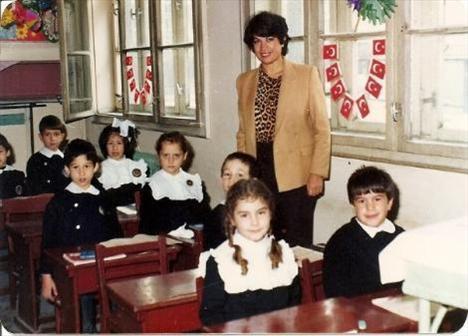 ECE SÜKAN  Podyum dünyasının en çok konuşulan isimlerinden biri olan Ece Sükan'ın albümünde bir de çocukluk fotoğrafı bulunuyor.