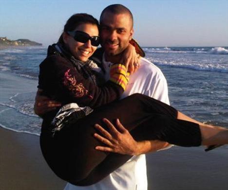 EVA LONGORIA  Eva Longoria eşi ile birlikte çekildiği fotoğrafı Twitter'da paylaştı.